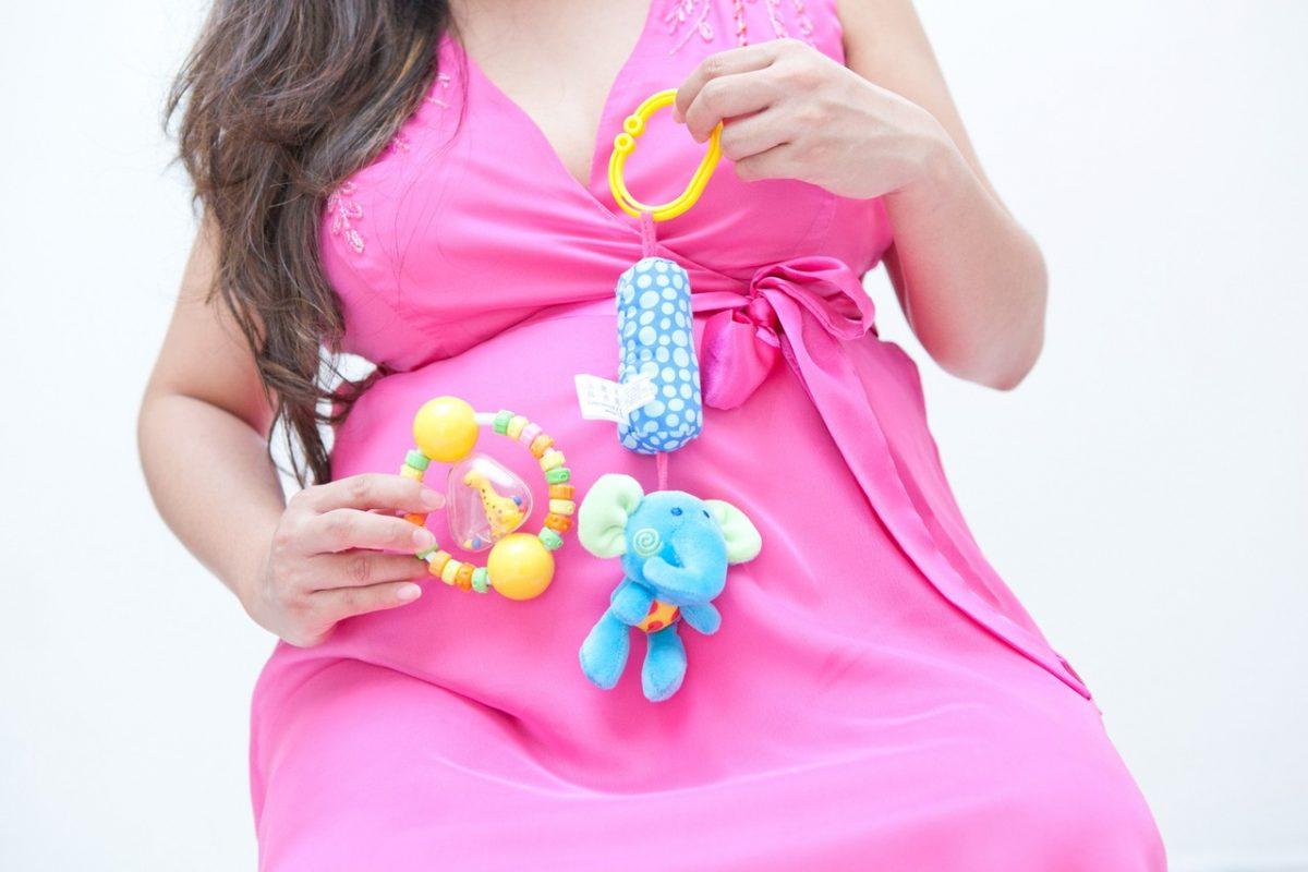 Ubrania ciążowe – jak zadbać o swoją garderobę